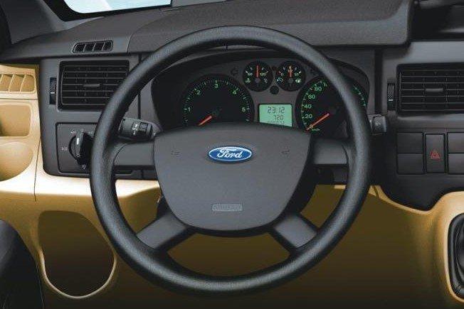 Thiết kế vô lăng xe Ford Transit 2020 1