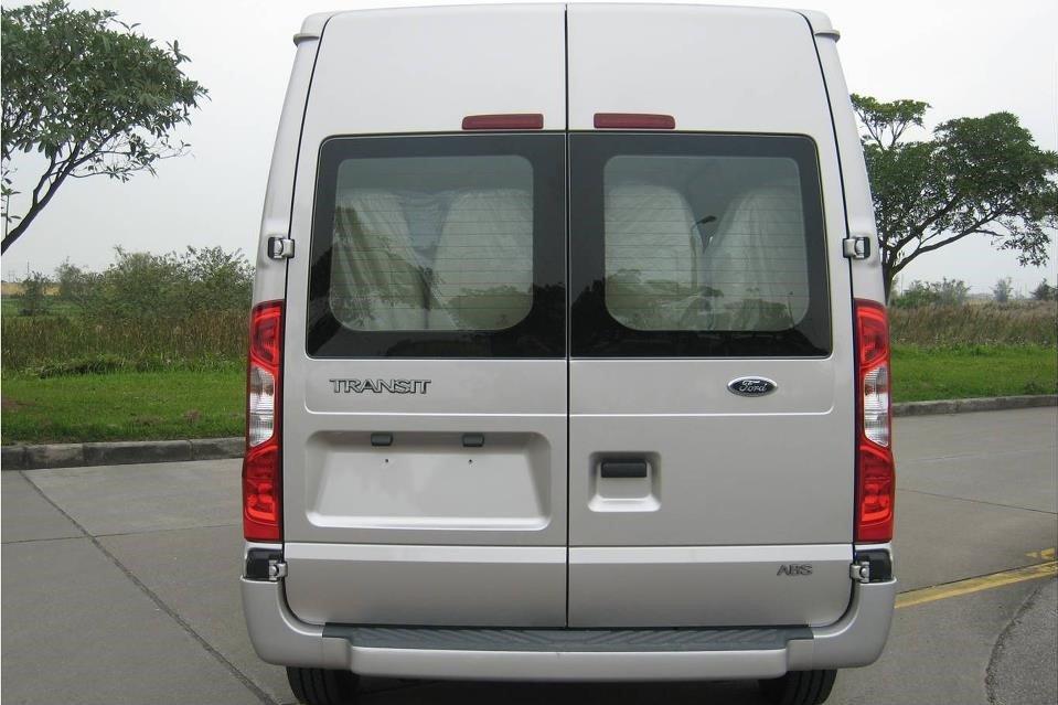 Thiết kế đuôi xe Ford Transit 2020 1
