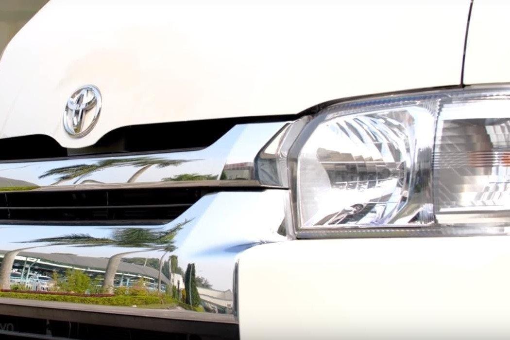 Thiết kế đèn pha trên xe Toyota Hiace 2020 1