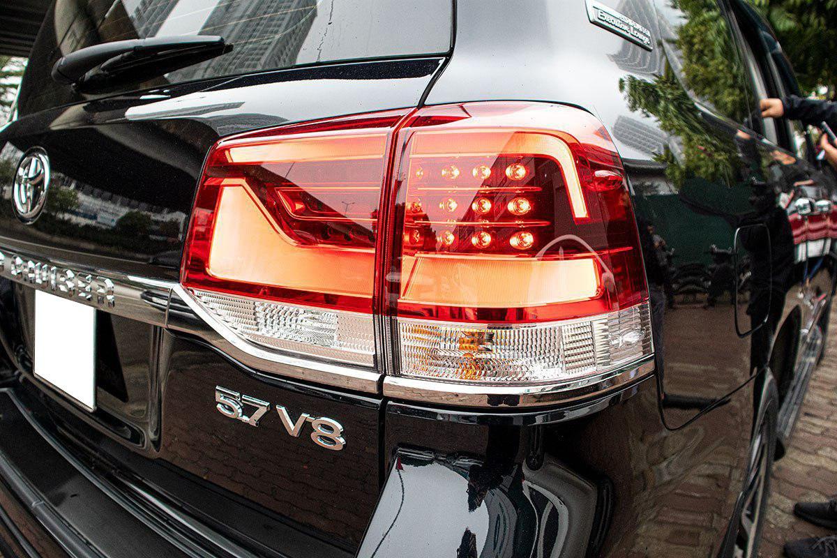 Toyota Land Cruiser 2020 nhập khẩu Trung Đông về Việt Nam trước Tết, mức giá đáng chú ý a8