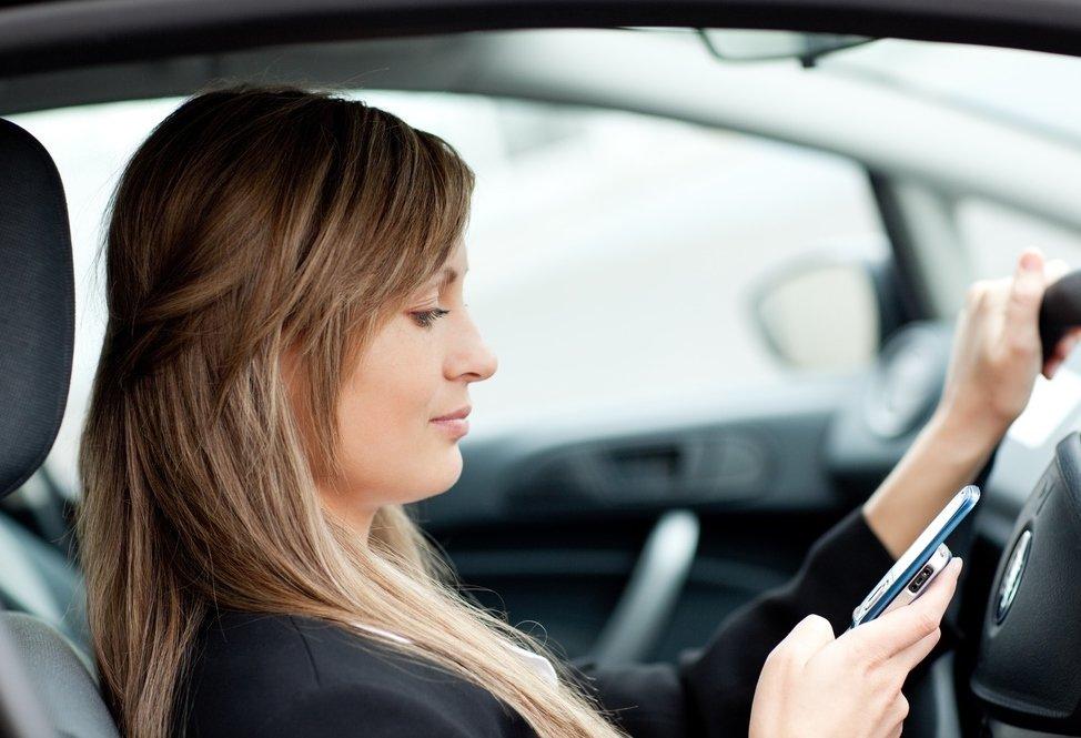 Kinh nghiệm lái xe dành cho chị em phụ nữ - tập trung lái xe.