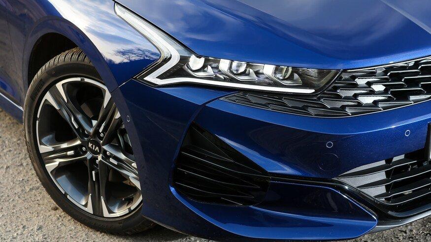 Đánh giá xe Kia Optima 2021 về đầu xe: đèn xe