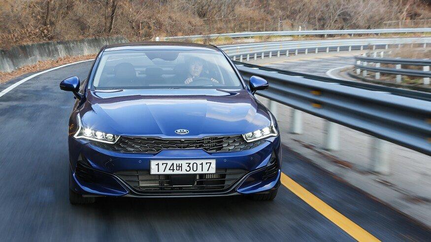 Đánh giá xe Kia Optima 2021 về cảm giác lái: Kia Optima 2021 vận hành trên đường