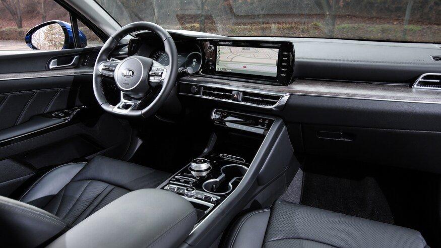 Đánh giá xe Kia Optima 2021 về bảng táp-lô: góc nghiêng bảng táp-lô