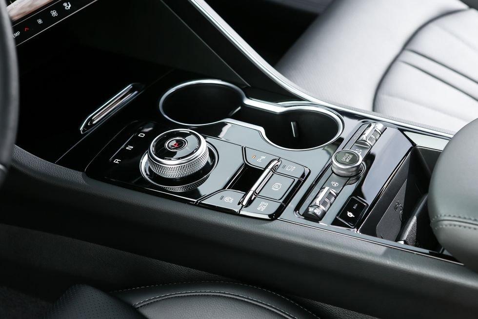 Đánh giá xe Kia Optima 2021 về trang bị tiện nghi: cần số