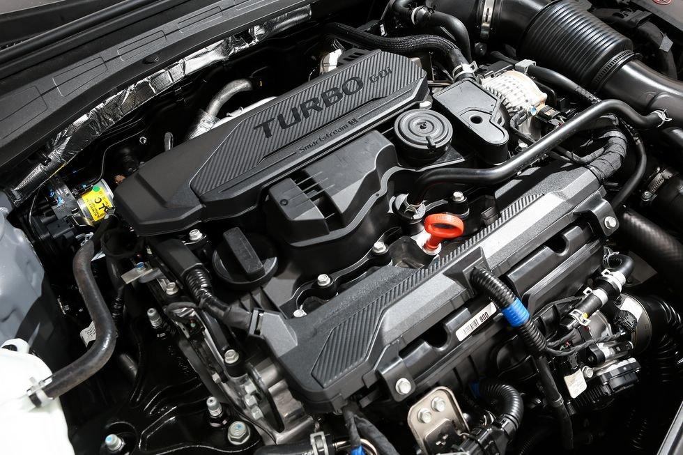 Đánh giá xe Kia Optima 2021 về động cơ: cận cảnh động cơ