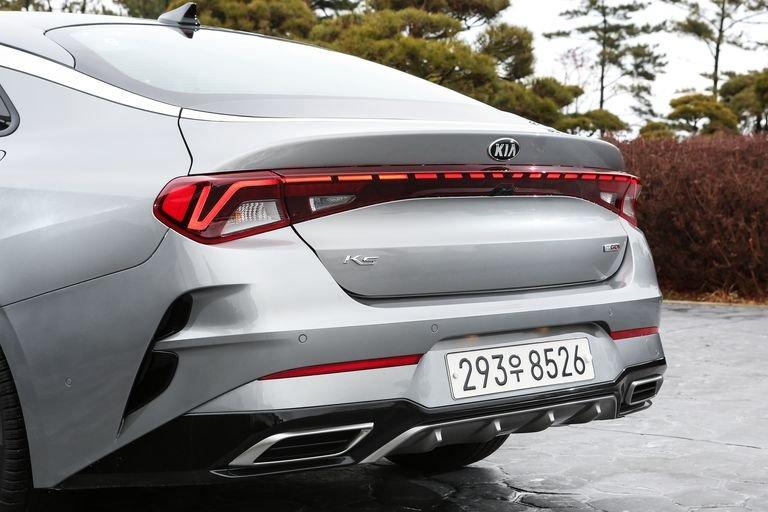 Đánh giá xe Kia Optima 2021 về khoang hành lý: đuôi xe