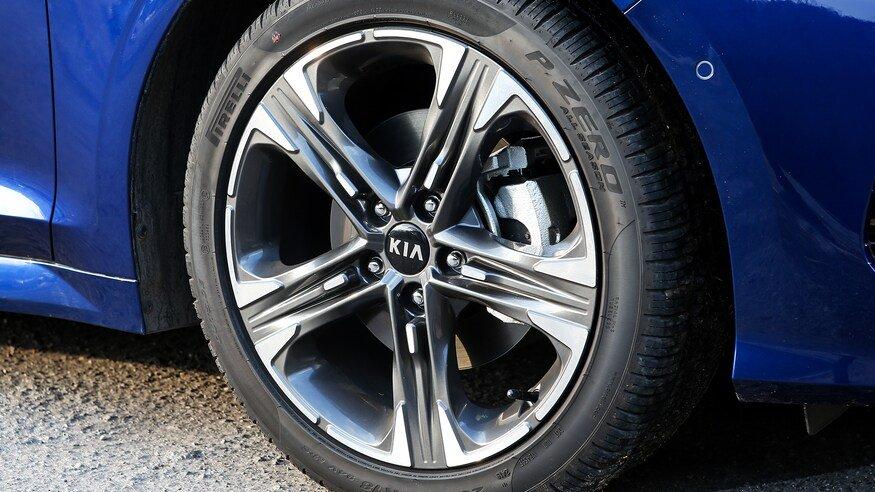 Đánh giá xe Kia Optima 2021 về thân xe: bánh xe