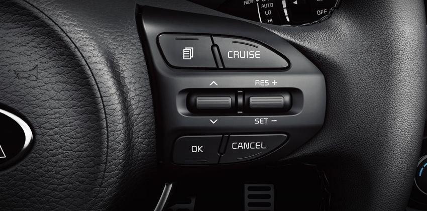 """Ưu điểm Kia Rio Hatchback - Vô lăng """"tự do"""" tùy chỉnh"""