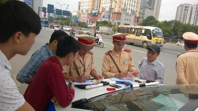 Không ký biên bản xử phạt, người vi phạm giao thông có phạm luật?a