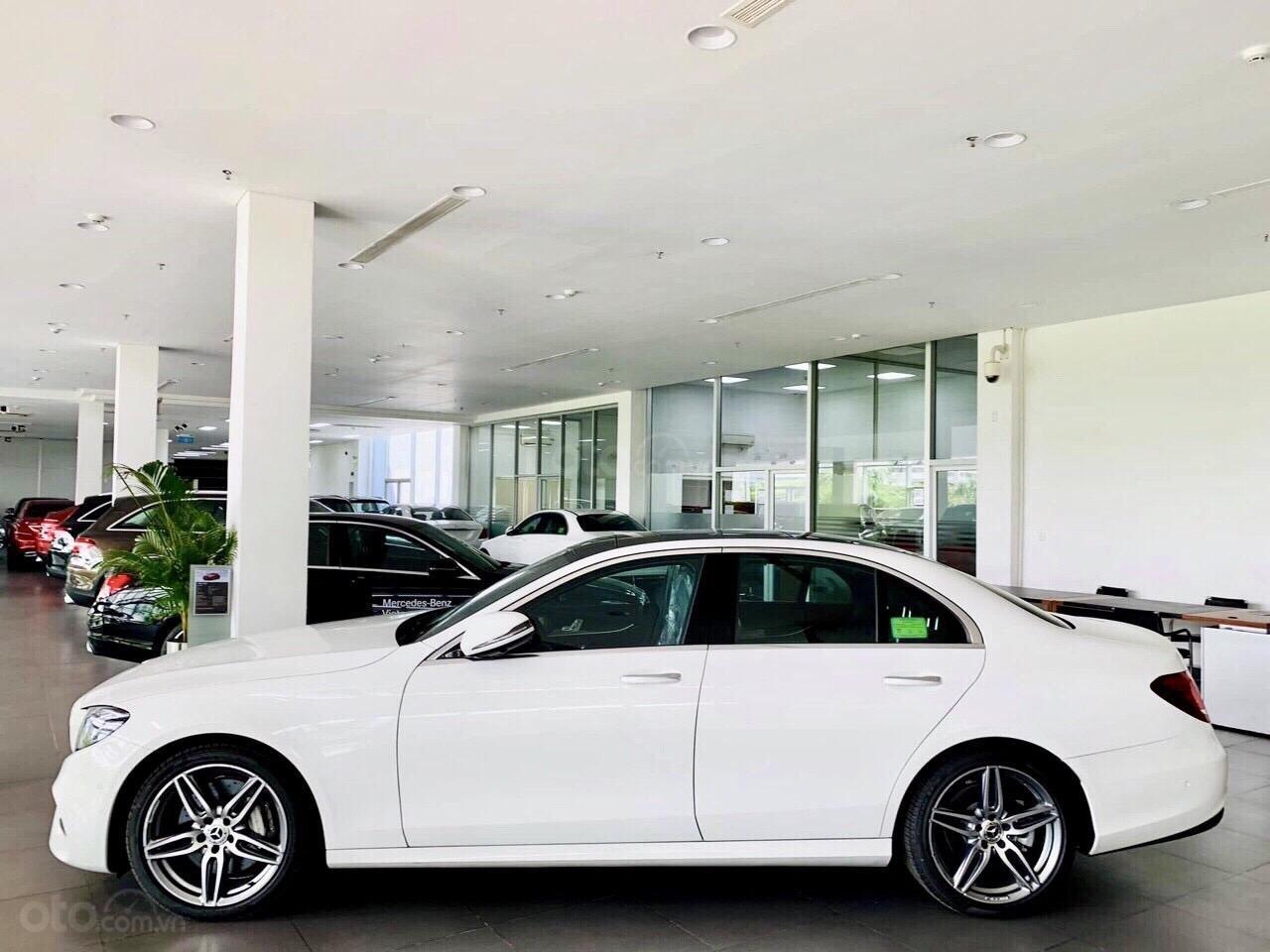Bán Mercedes-Benz E300 AMG NEW- Hỗ trợ 100% TTB + hỗ trợ Bank 80%, trả trước 799 triệu nhận xe  (3)