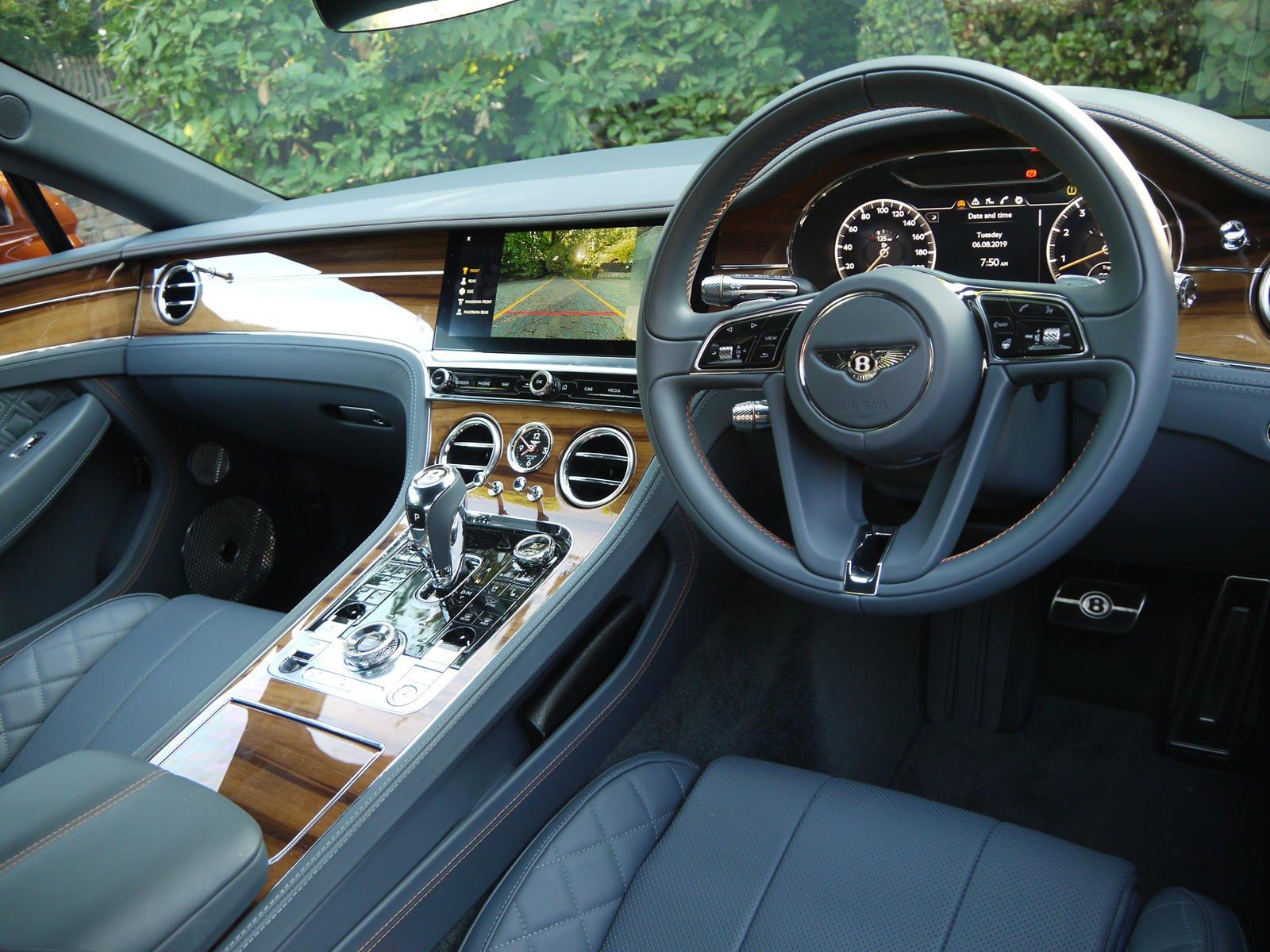Nội thất Bentley Continental GT 2019.