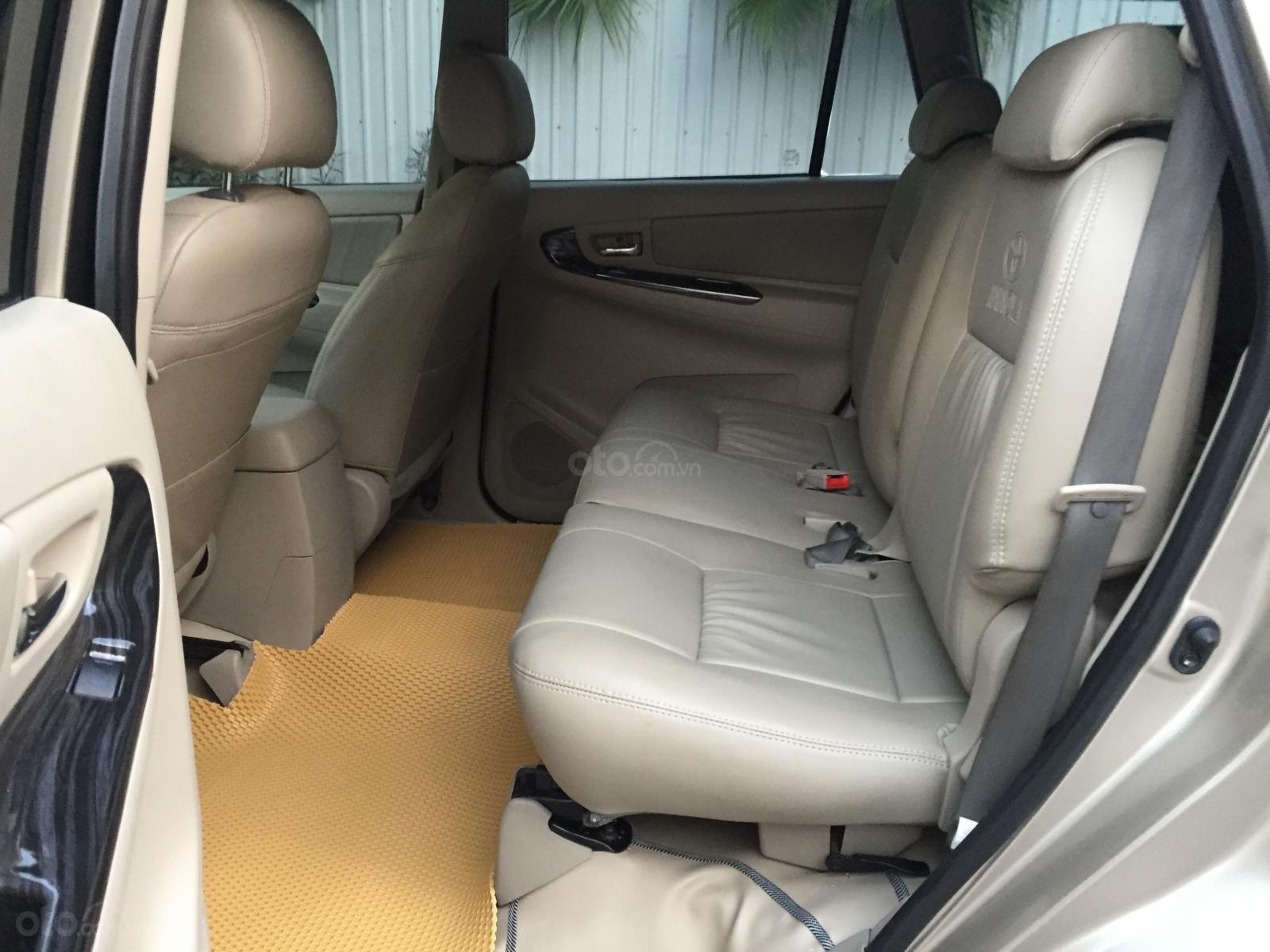 Chính chủ tôi cần bán chiếc Toyota Innova 2.0E 2015 số sàn, màu cát vàng ai có nhu cầu LH cho tôi 0984386598 (6)