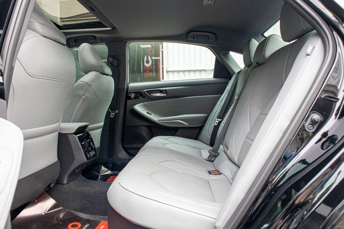 Toyota Avalon Hybrid 2020 đầu tiên về Việt Nam có gì đặc biệt a11