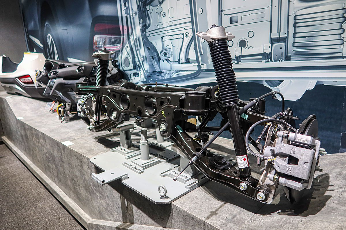 mẫu Santa Fe là mẫu xe CKD cao cấp nhất đang được trưng bày với các cụm linh kiện 1.