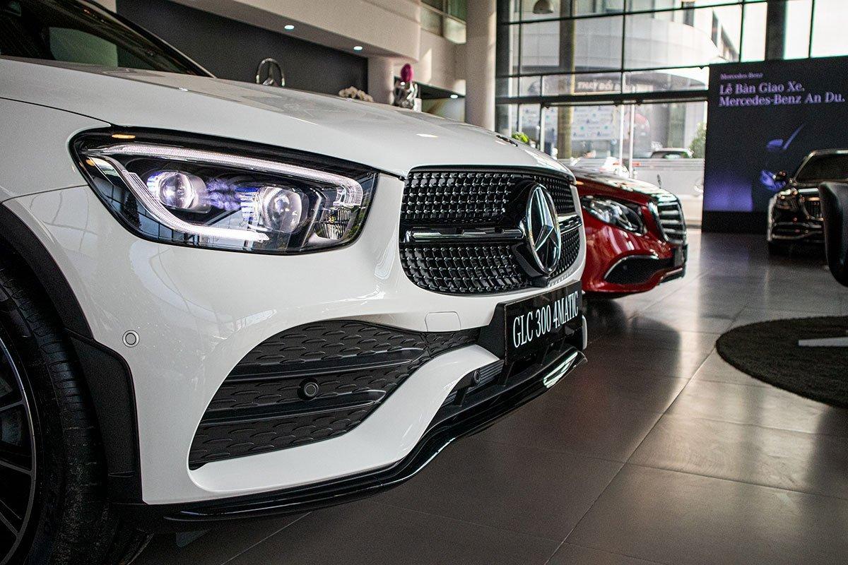 Giá xe Mercedes-Benz GLC300 a33