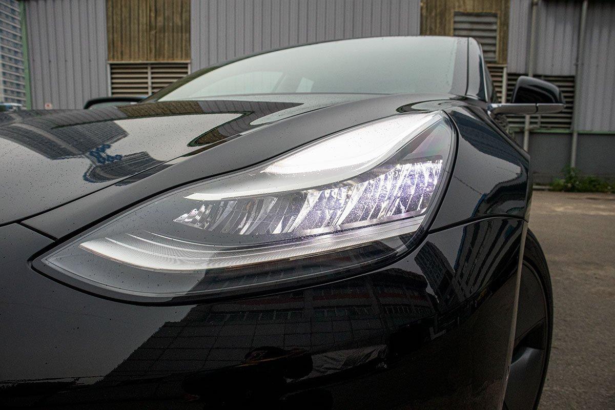 Ngắm xe hơi thuần điện Tesla Model 3 tại Việt Nam, nhiều chi tiết thú vị a6