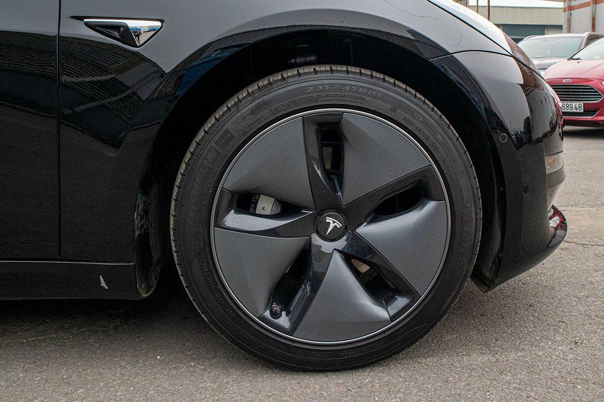 Ngắm xe hơi thuần điện Tesla Model 3 tại Việt Nam, nhiều chi tiết thú vị a8