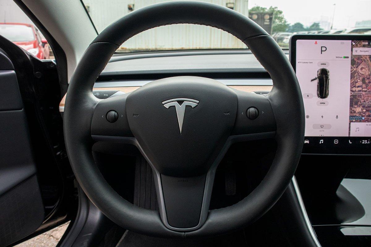 Ngắm xe hơi thuần điện Tesla Model 3 tại Việt Nam, nhiều chi tiết thú vị a16