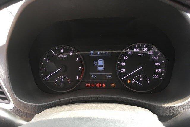 Đồng hồ lái trên xe Hyundai Accent 2020 1