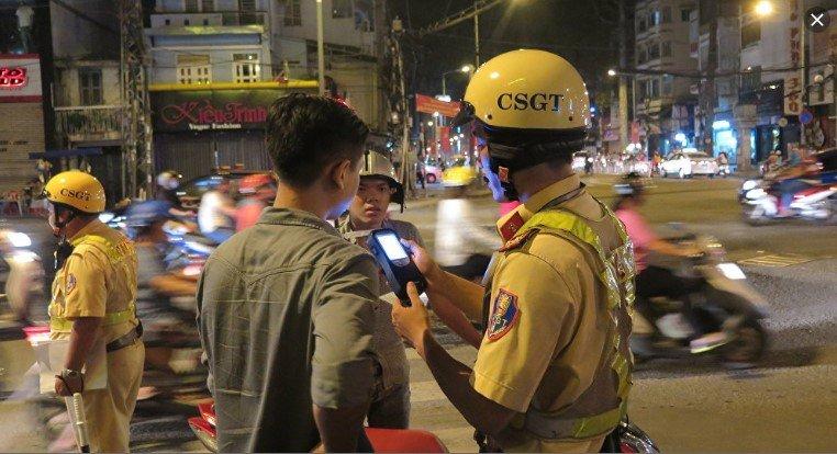 Cảnh sát giao thông tại Việt Nam được trang bị những gì? - Ảnh 1.