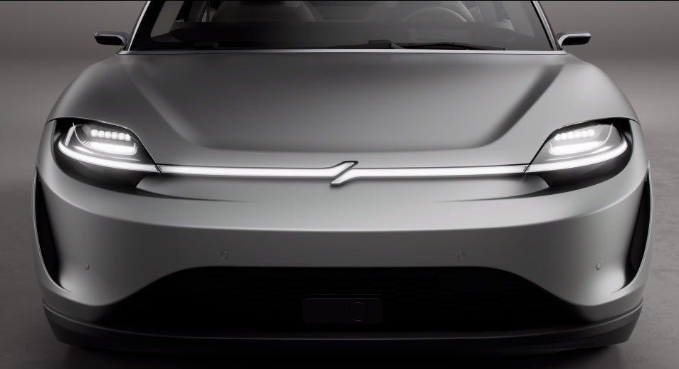 Đầu xe Sony Vision S gợi nhớ tới một chiếc Tesla.