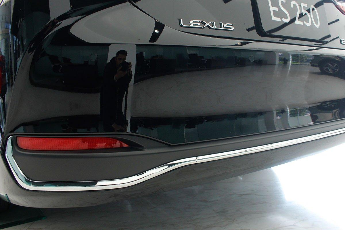 Lexus ES 250 2020 đã chốt giá tại Việt Nam, rẻ hơn Mercedes-Benz E350 AMG 38