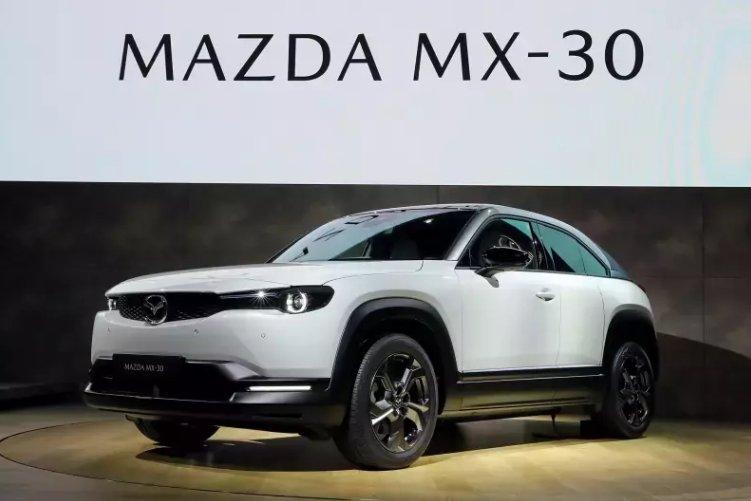 Đánh giá xe Mazda MX-30 2021: góc 3/4 đầu xe