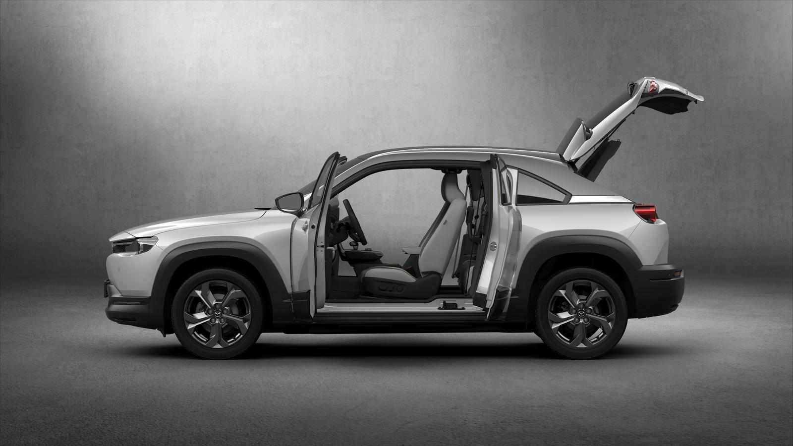 Đánh giá xe Mazda MX-30 2021 về thân xe: chính diện thân xe mở cửa