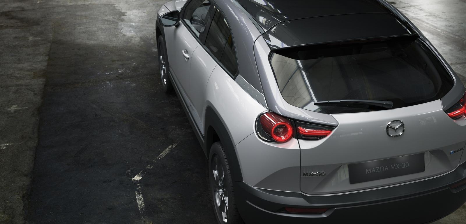 Đánh giá xe Mazda MX-30 2021 về đuôi xe: góc trên xe