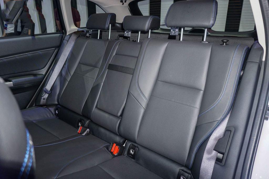 Ảnh chụp ghế sau xe Subaru Levorg 2020