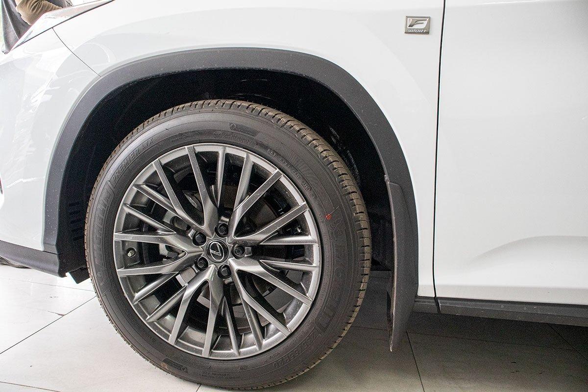 Lexus RX350 F-Sport 2020 đắt hơn hàng chính hãng gần 1 tỷ đồng có gì? a4