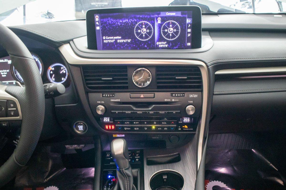 Lexus RX350 F-Sport 2020 đắt hơn hàng chính hãng gần 1 tỷ đồng có gì? a16