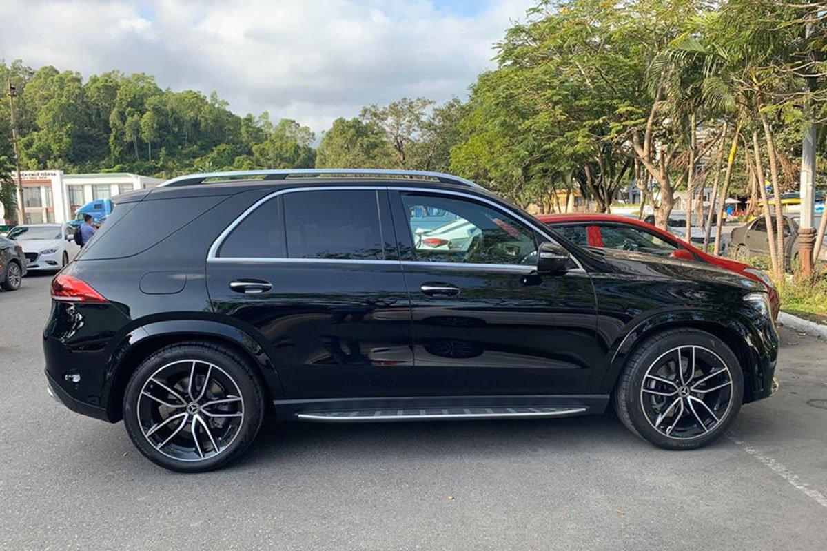 Mercedes-Benz GLE300 2.0 Diesel 2020 vừa cập bến Việt Nam, mức giá đáng nói