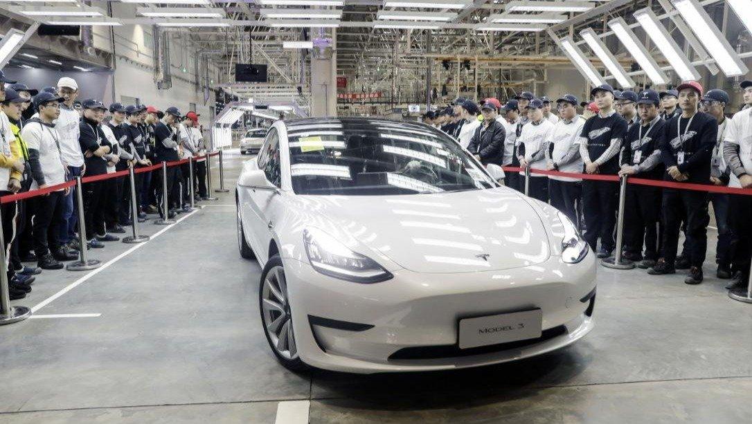Những chiếc Tesla Model 3 đầu tiên lăn bánh khỏi nhà máy Thượng Hải.