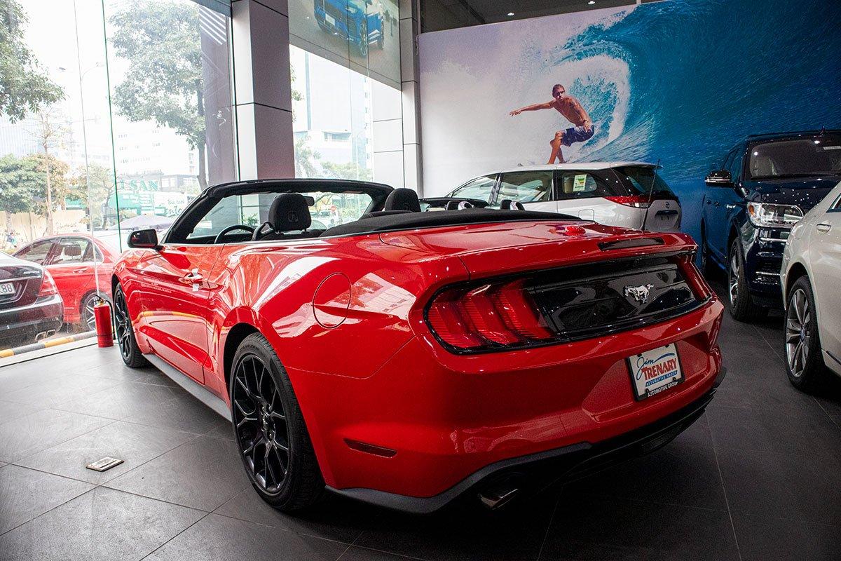 "Ford Mustang Convertible 2020: ""Ngựa hoang"" rẻ hơn Chevrolet Camaro tại Việt Nam a10"