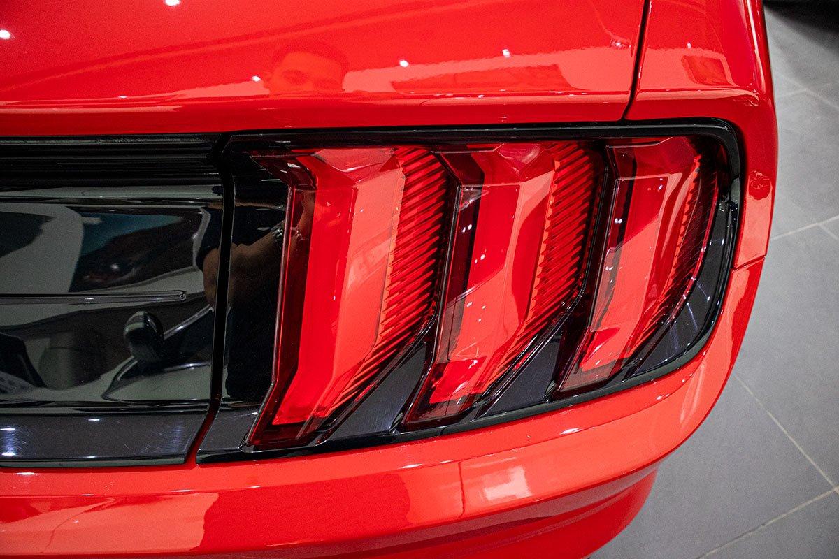 "Ford Mustang Convertible 2020: ""Ngựa hoang"" rẻ hơn Chevrolet Camaro tại Việt Nam a9"
