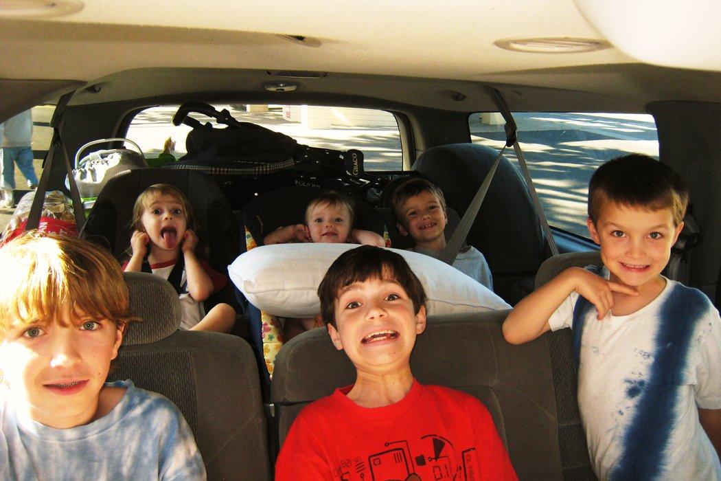 Những yếu tố cần xem xét khi lựa chọn nội thất ô tô - Nhu cầu chuyên chở trẻ nhỏ cũng nên được quan tâm