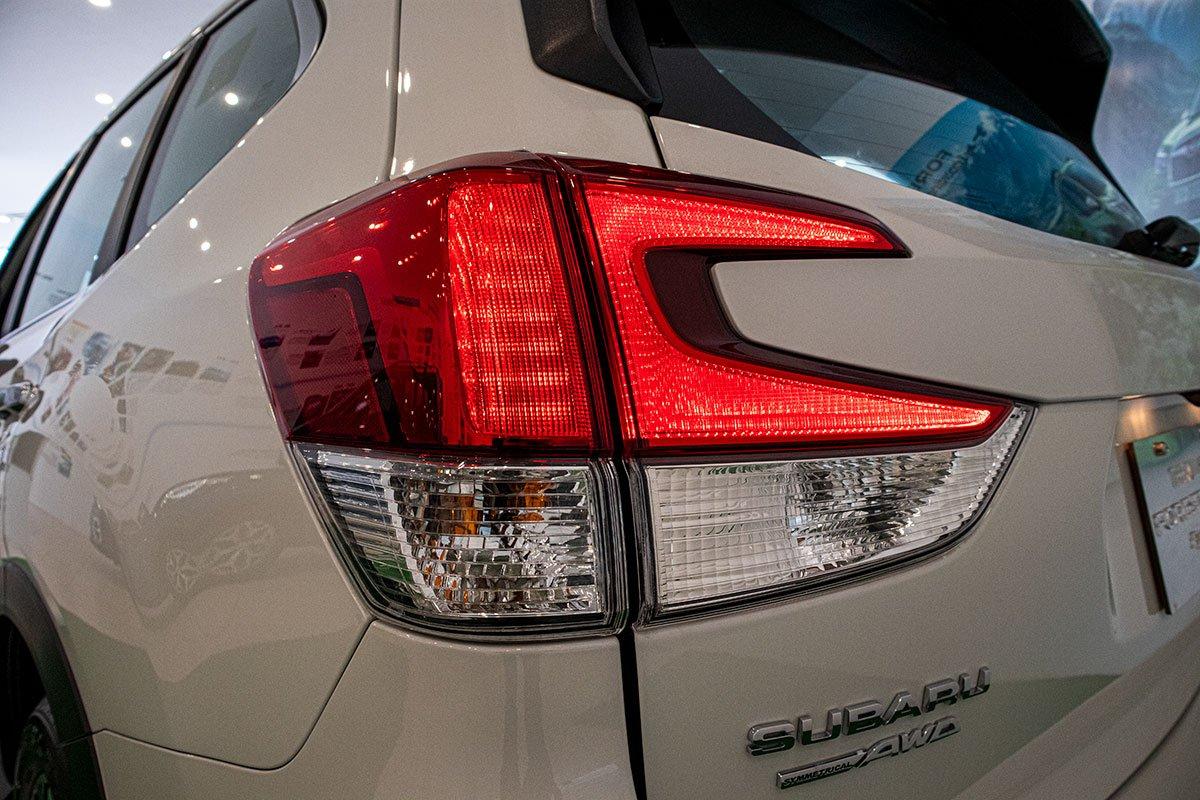 Ảnh chụp đèn hậu xe Subaru Forester 2019-2020