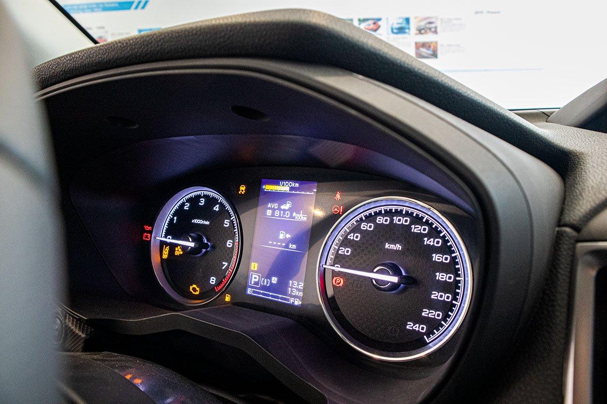 Ảnh chụp đồng hồ xe Subaru Forester 2019-2020