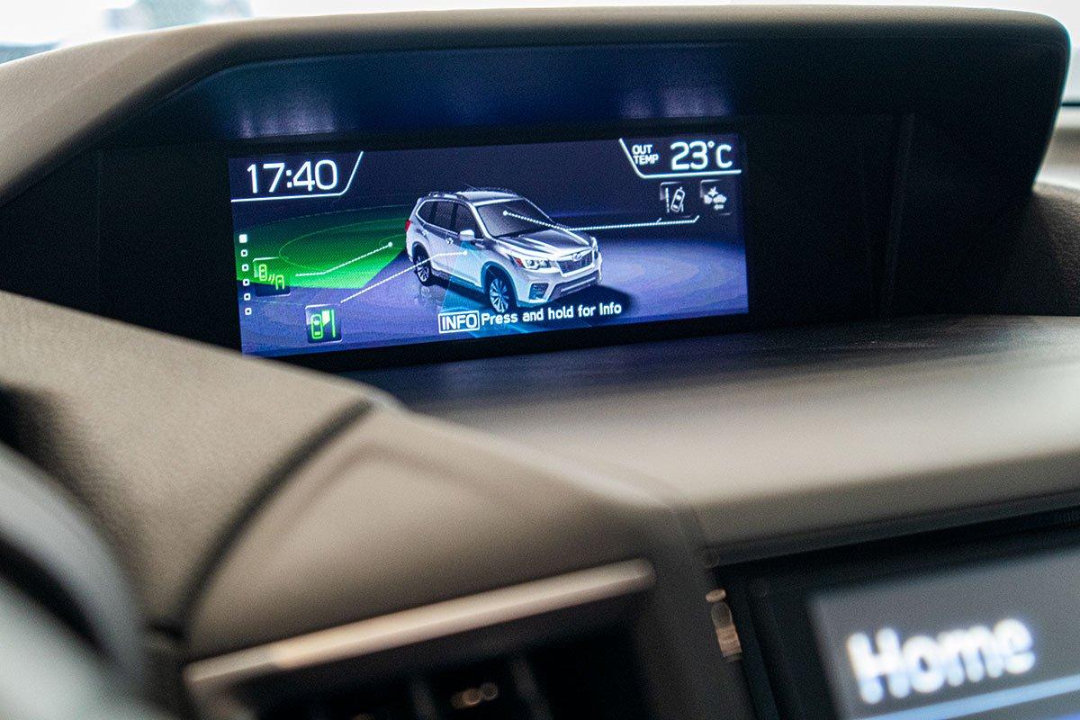 Ảnh chụp  Màn hình táp-lô xe Subaru Forester 2019-2020
