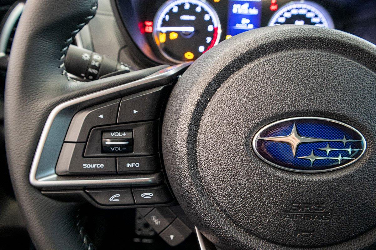 Ảnh chụp phím âm lượng xe Subaru Forester 2019-2020