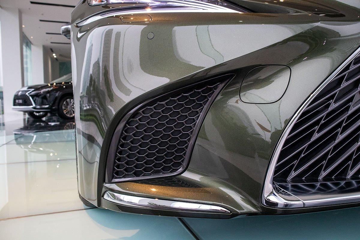 Hốc gió trước xe Lexus LS500h 2020