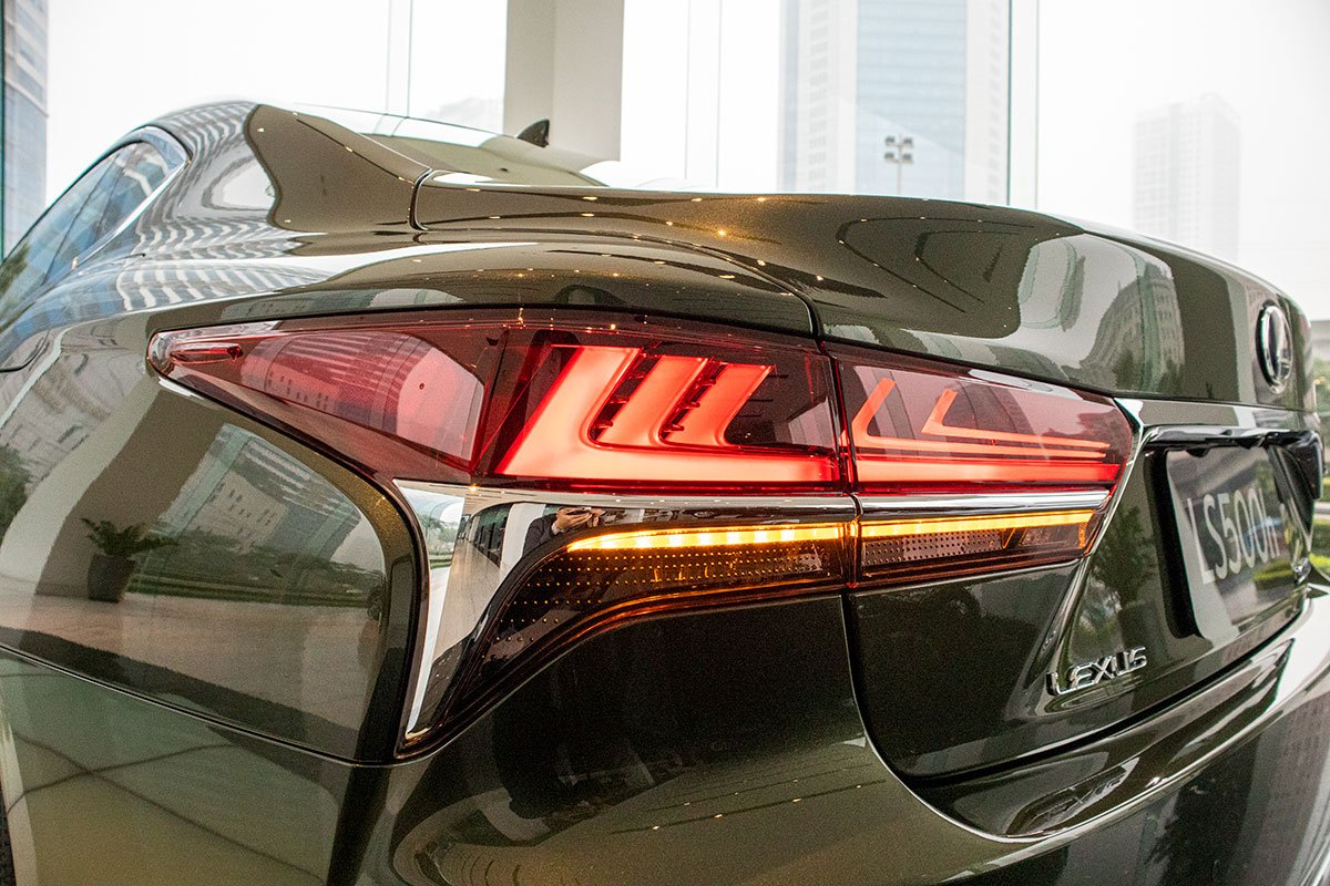 Cụm đèn hậu xe Lexus LS500h 2020
