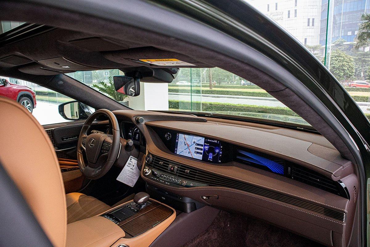 Bảng táp-lô xe Lexus LS500h 2020