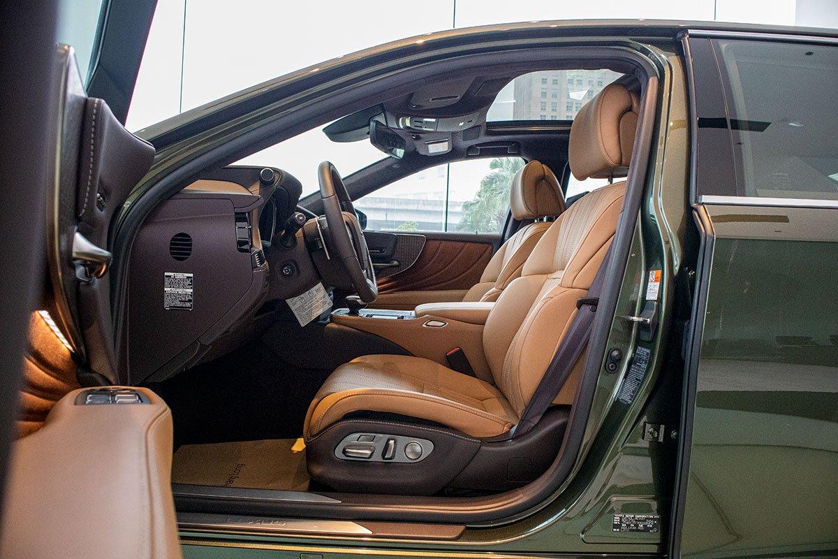 Ghế ngồi xe Lexus LS500h 2020