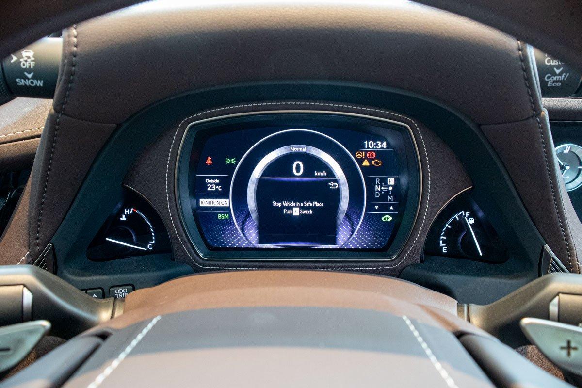 Đồng hồ sau vô-lăng xe Lexus LS500h 2020
