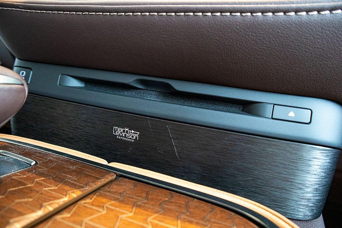 Ảnh chụp đầu DVD xe Lexus LS500h 2020