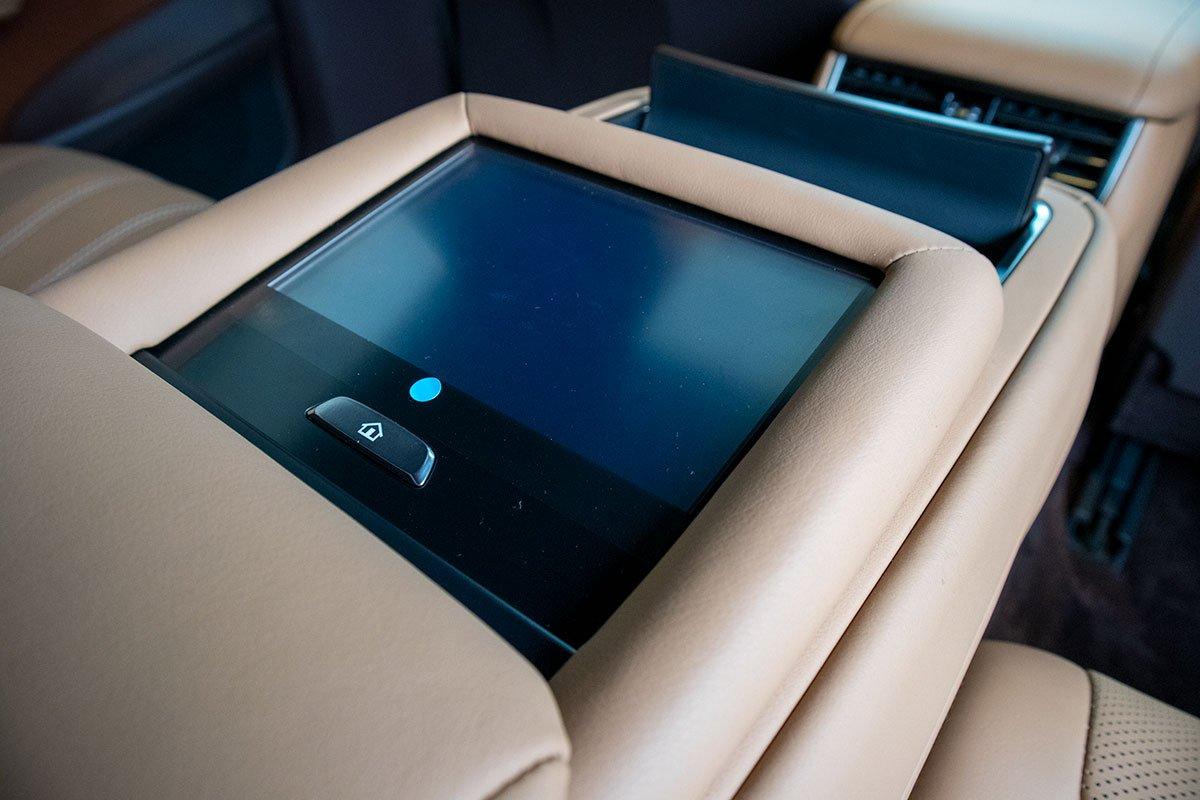 Điều chỉnh sau xe Lexus LS500h 2020