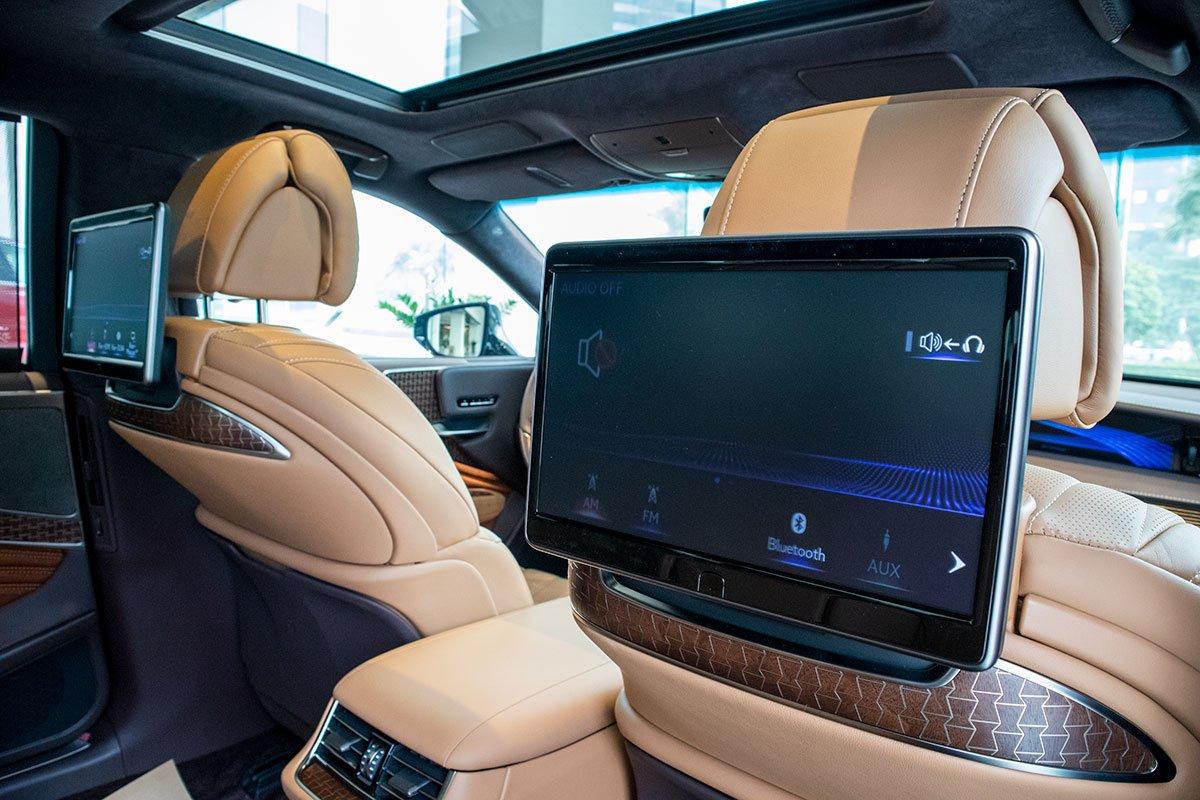 Màn hình hàng ghế sau xe Lexus LS500h 2020